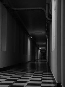 Largos_pasillos_oscuros,_Hospital_del_Salvador