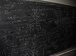Pizarra-con-fórmulas-matemáticas-Clay-Shonkwiler